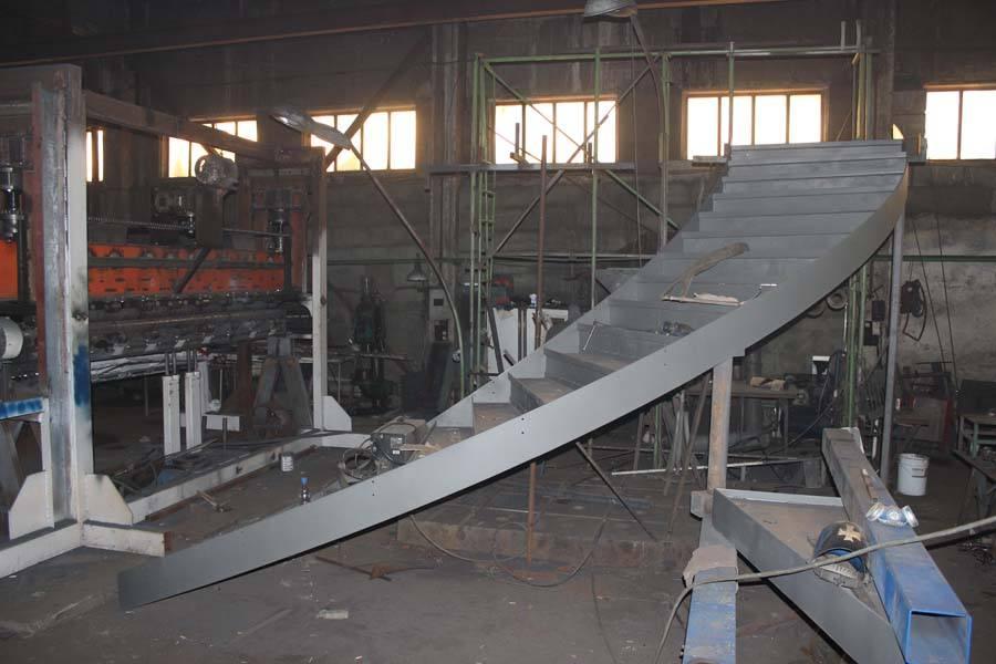 Изготовление металлических лестниц на заказ